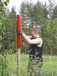 Nástroj pro zatloukání dřevěných kůlů do země - beranidlo